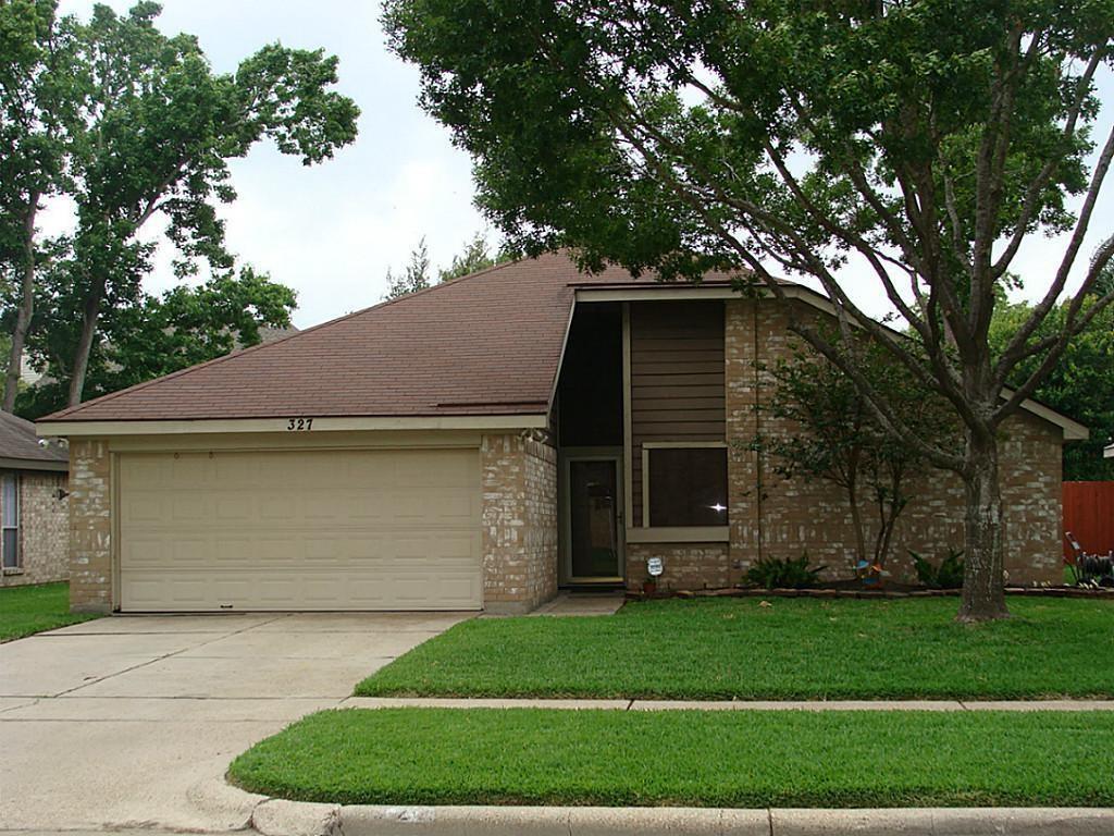 327 Brompton Court, Highlands, TX 77562