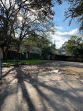 23 West Broad Oaks Drive, Houston, TX 77056