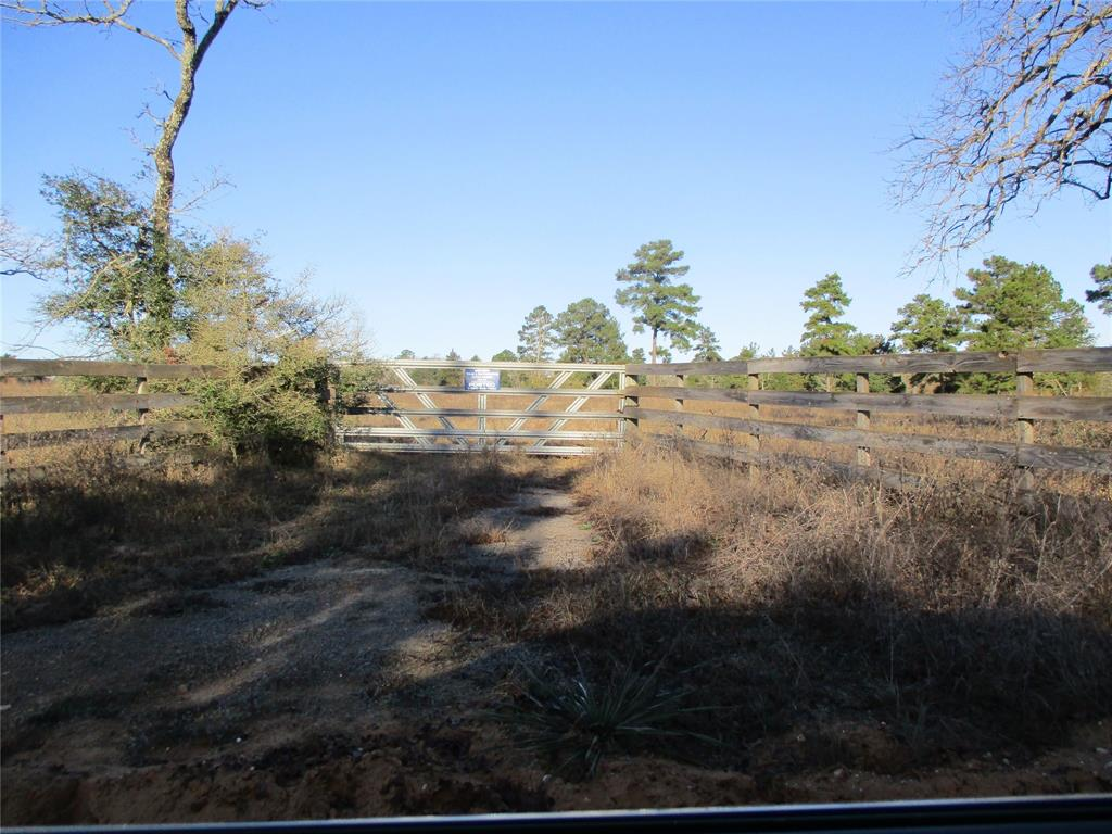 Perfect 16 acre homesite in the beautiful Flo Community. The property has been cleared with large trees remaining, wire fenced on 3 sided.  The property is on the corner of CR 282 (all weather road) and CR 284 (red dirt road).  Flo Community Water is available on the road, easy hook-up.
