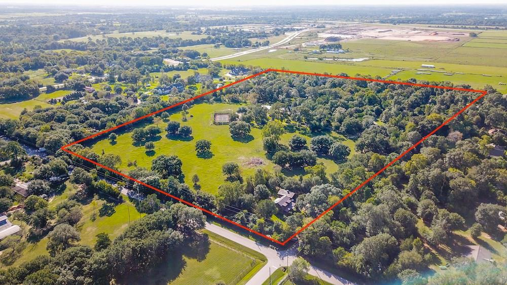 This property to be sold at AUCTION Thursday, March 12th – 2pm – Onsite 18205 and 18207 Burkhardt Rd Tomball, TX 77377 27+/- acres to be sold in parcels or in total 7,500 sf home, 10,000 sf metal barn Plus 3 other houses on 27+/- acres