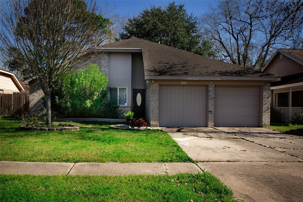 310 Brompton Court, Highlands, TX 77562