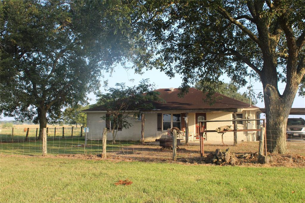 810 County Road 118, Lane City, TX 77488
