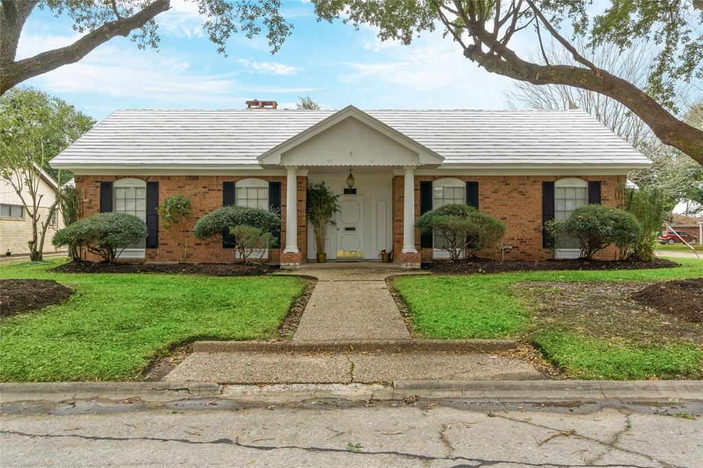 700 Brentwood Drive, Baytown, TX 77520