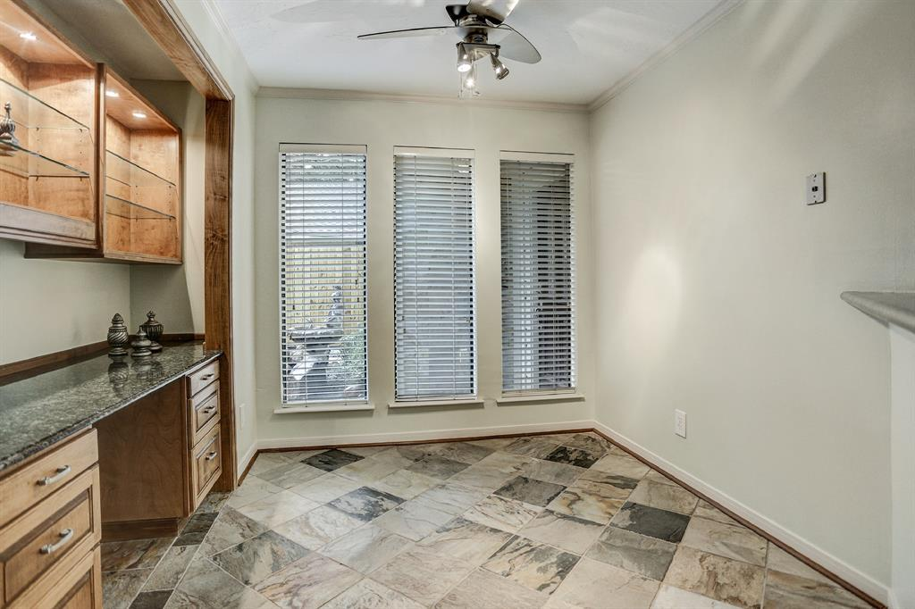 Not only is it a breakfast room but you can also get some work on this wonderful built-in desk!