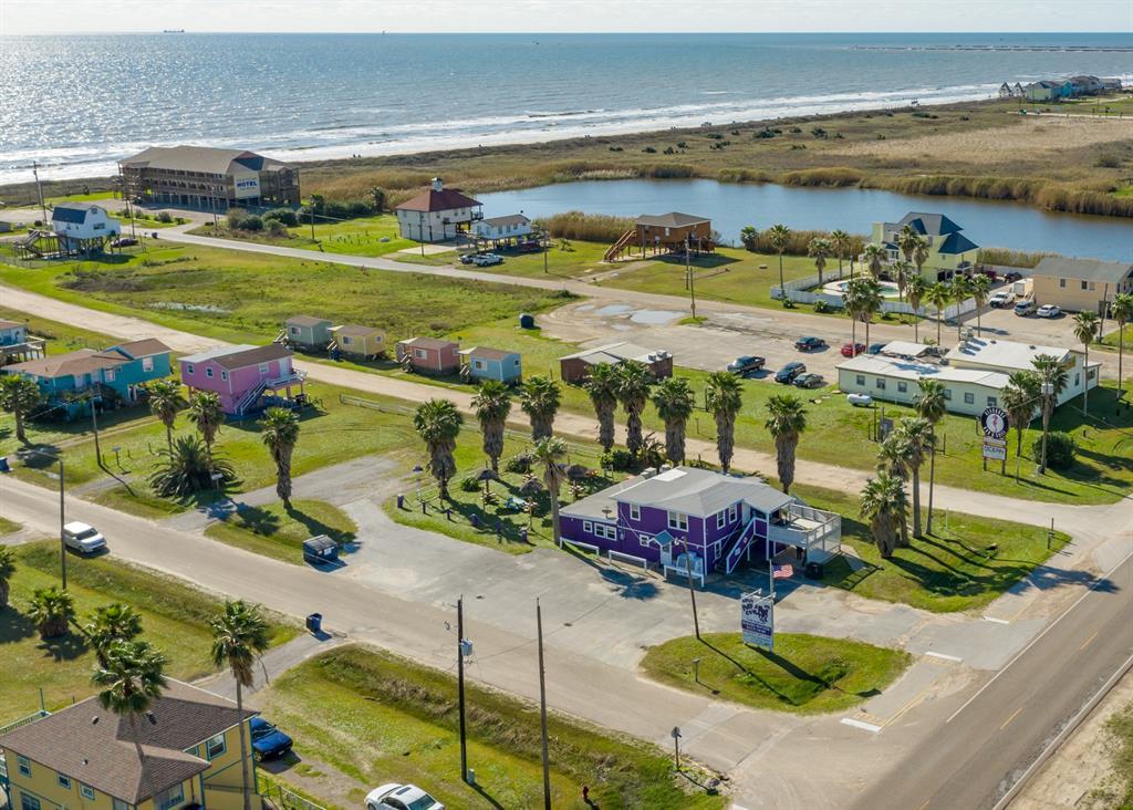323 Ocean Avenue, Surfside Beach, TX 77541