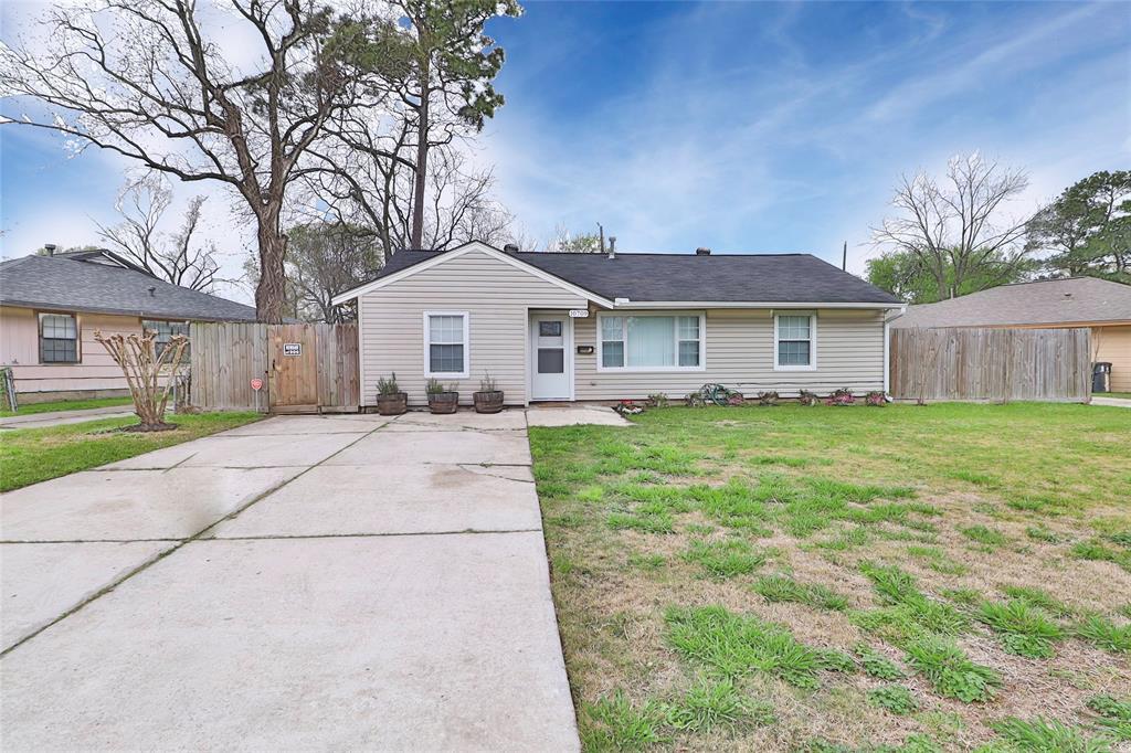 10709 Valencia Drive, Houston, TX 77013