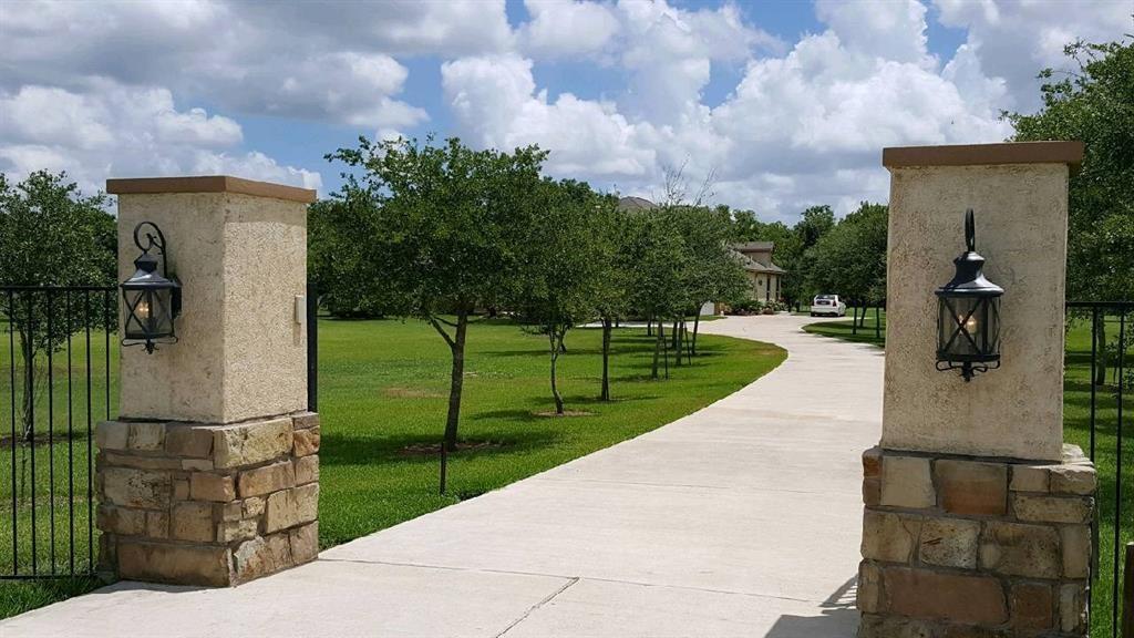 16511 Wrangler Road, Rosharon, TX 77583