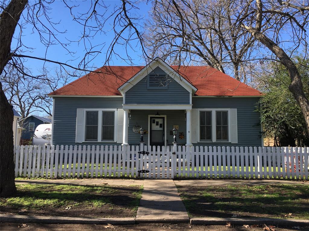 405 Short Street, Smithville, TX 78957