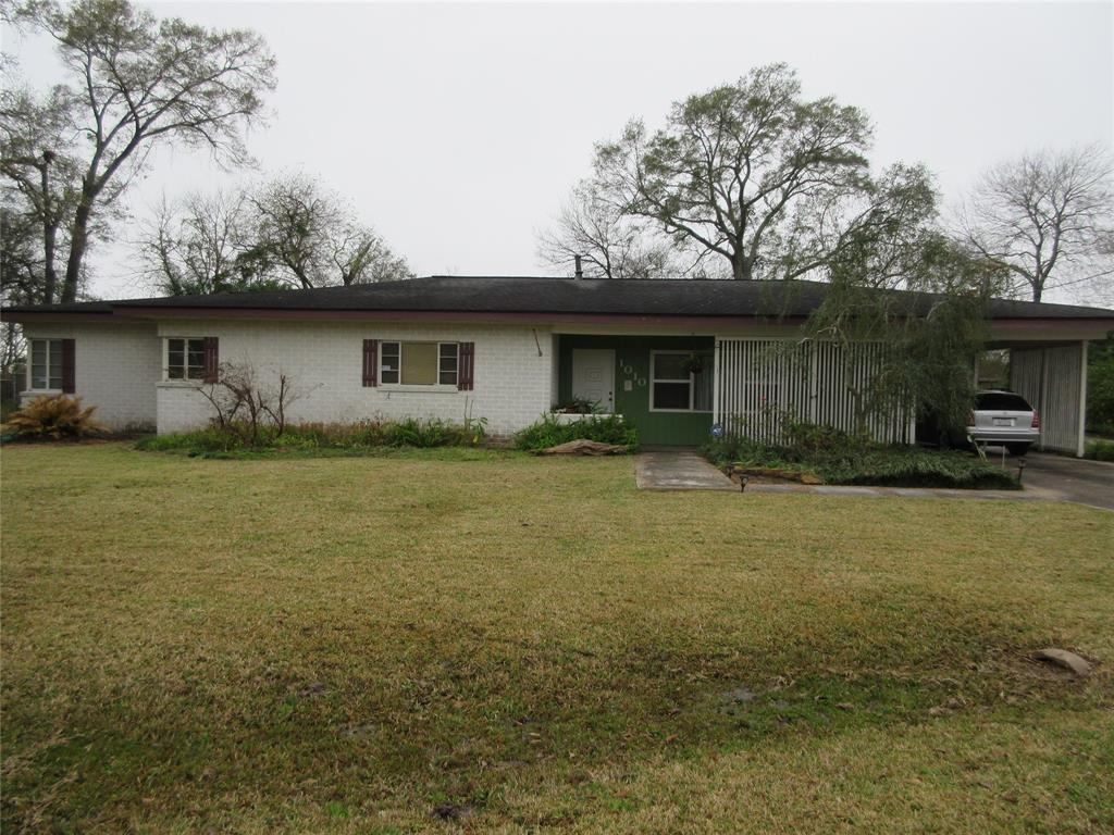1010 Lakeside Drive, Highlands, TX 77562