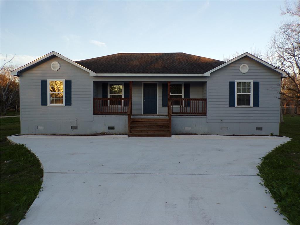 1407 Avenue K, Danbury, TX 77534
