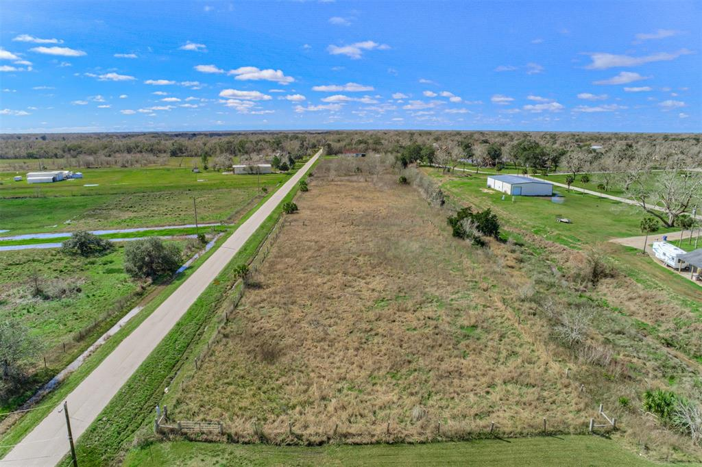 Stunning 6.52 acres of unrestricted land located right off the San Bernard! Let your imagination (and maybe your horses too) run wild and get ready to make your dreams a reality with this property.