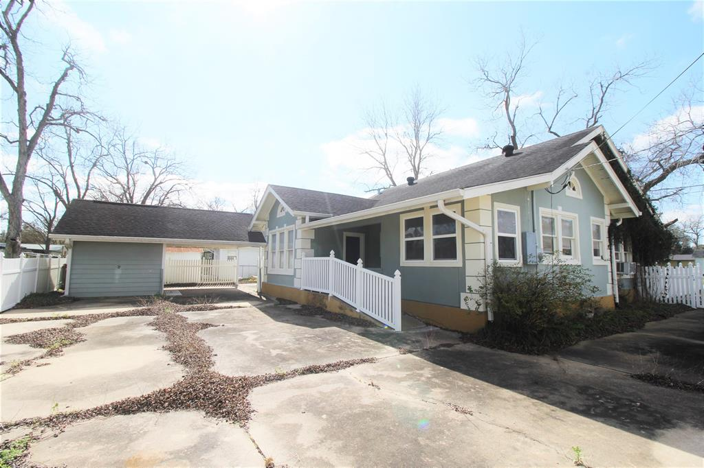 This is a wonderful Dimond in the ruff!  Oversized Corner Lot with great parking.  Would make a great home or Business.  This property is in walking distance to shops on main street and school.