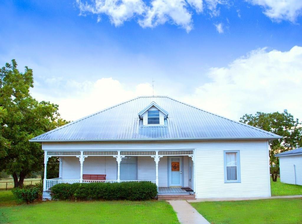 1043 Lutonsky Road, Fayetteville, TX 78940