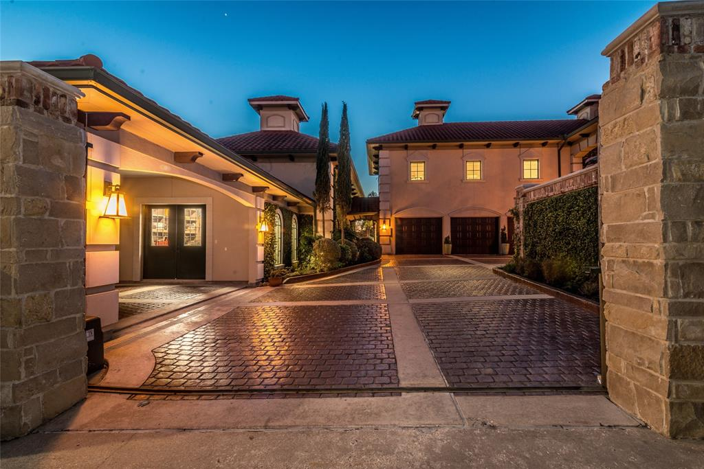 60 Harbor Lane, Kemah, TX 77565