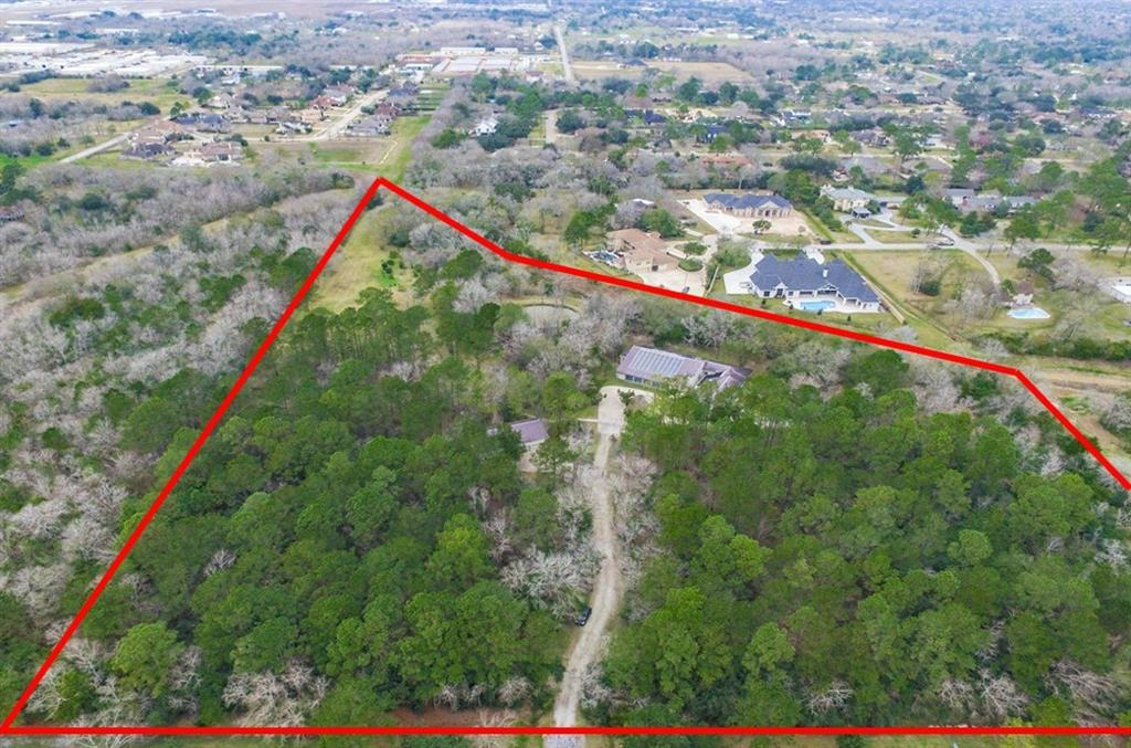 400 Fence Post Road, Friendswood, TX 77546
