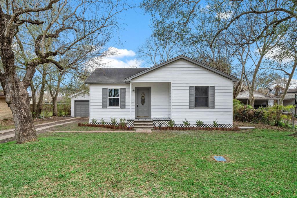 108 Begonia Lane, Highlands, TX 77562