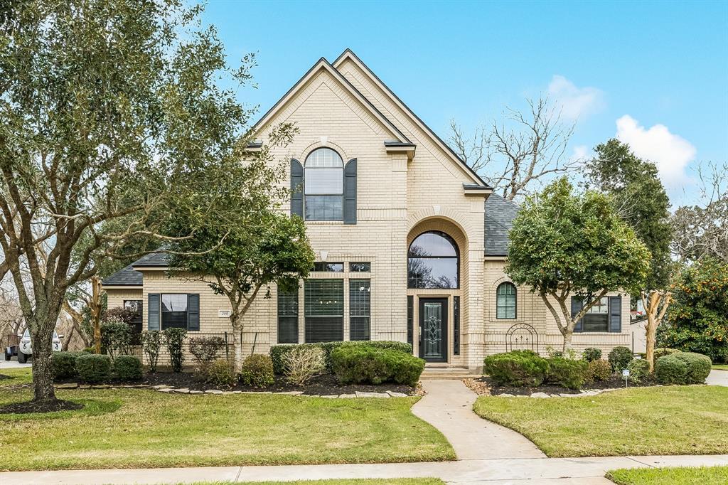 208 River Oaks Drive, Lake Jackson, TX 77566