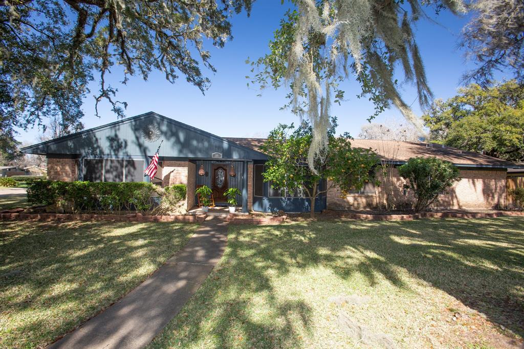 101 Blossom Street, Lake Jackson, TX 77566
