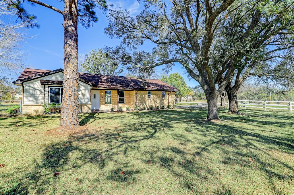 2517 Barbers Hill Road, Highlands, TX 77562