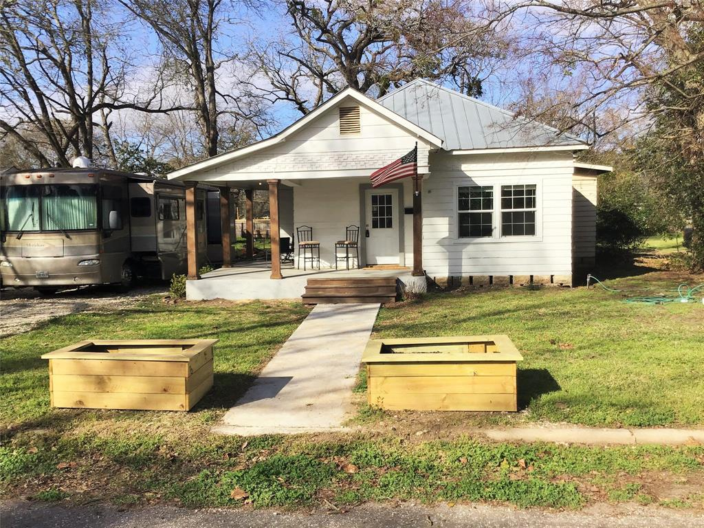 713 Pecan Street, Teague, TX 75860