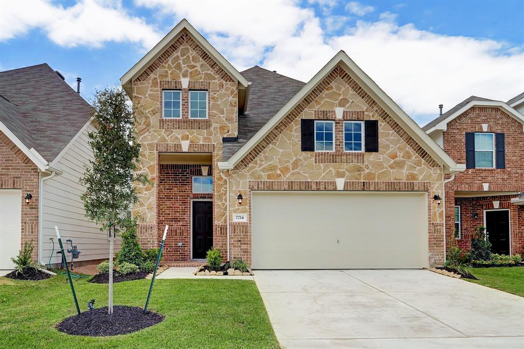 Beautiful two-story Darlington II home design features 3 bedrooms, 2.5 baths and 2 car garage. Maple shaker cabinets in kitchen and all baths. Lovely kitchen has granite countertops with lowered bar top and a pantry. Offered by: K. Hovnanian of Houston Terra Del Sol, LLC.