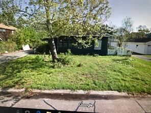 211 N Forrest Avenue, La Porte, TX 77571