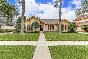 2918 Edgewood Drive, Sugar Land, TX 77479