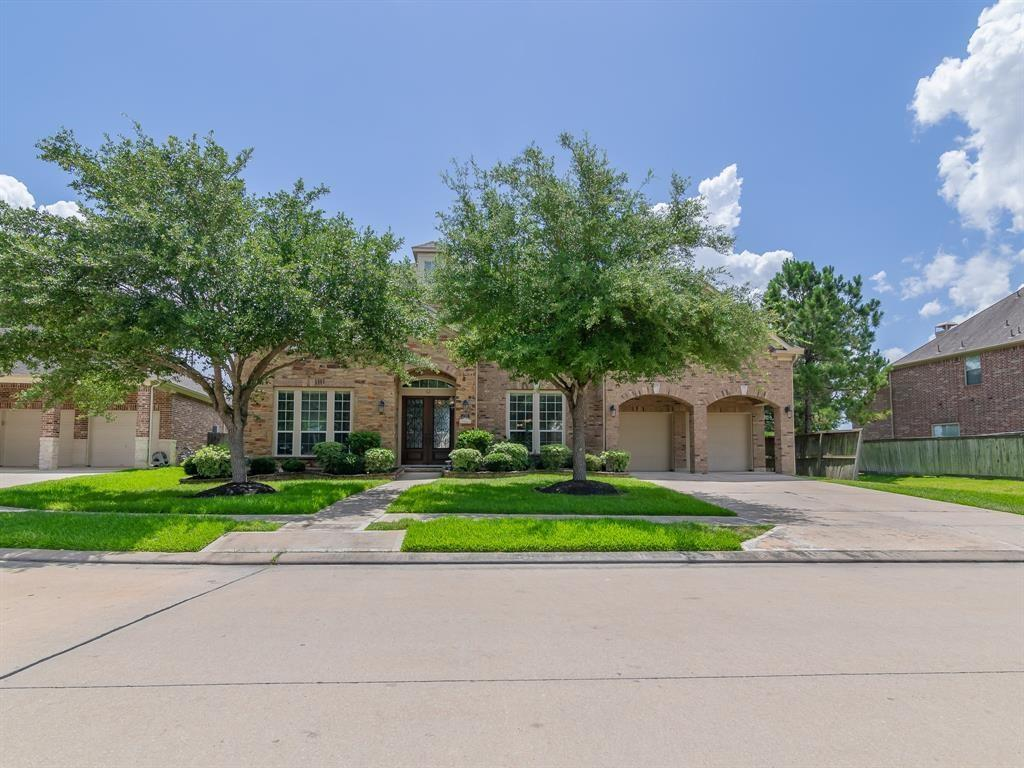 2703 Raven Ridge is a sprawling 6,300 plus estate located in Shadow Creek Ranch, Pearland's premier master planned community. This home has amazing curb appeal, a grand entrance, with a gorgeous lakeview all of which is certain to impress your family and friends.  Features included 6 bedrooms, 4.5 bathrooms, 2 stair cases, formal living, formal dining, theatre room, study, high ceiling, upgraded fixtures and custom features through out. Lots of open space and spacious kitchen perfect for hosting Thanksgiving dinner or other family gathering.  Best of all it is priced at $599,997 it is less than 100 a square foot and is certain to sell quickly so schedule a private showing today.  Tour this home in 3D today by clicking on the virtual tour link above!  Seller willing to lease for $3625 per month.