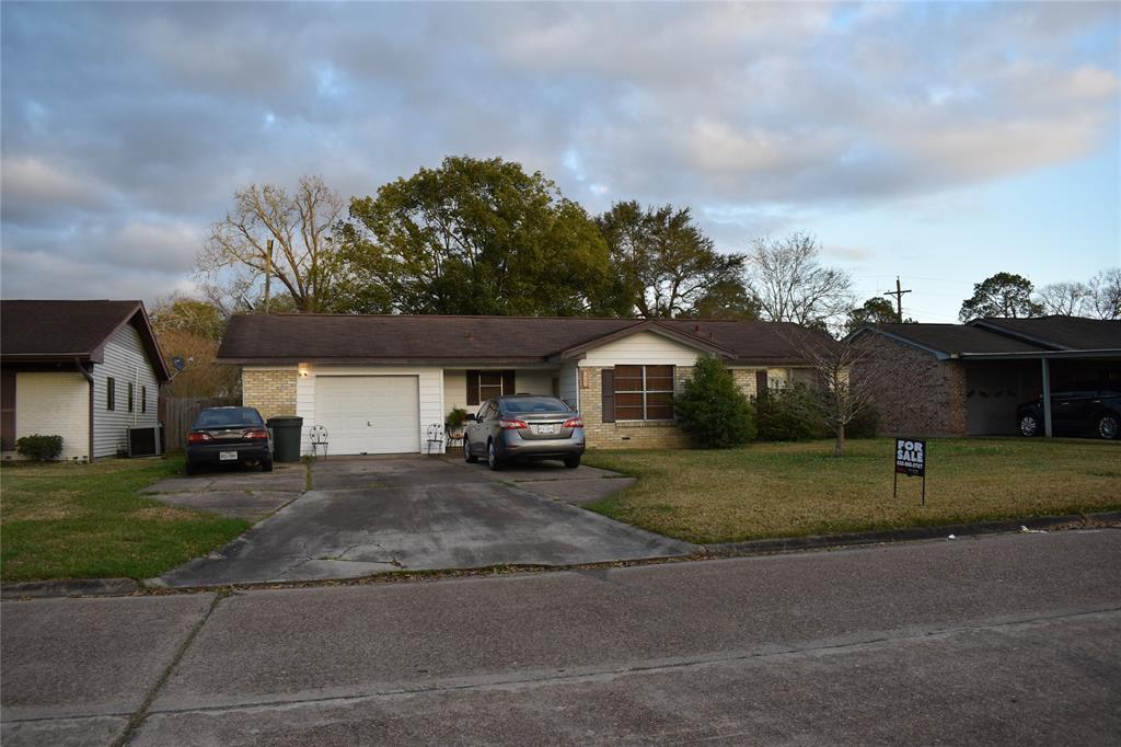 235 Enfield Lane, Beaumont, TX 77707
