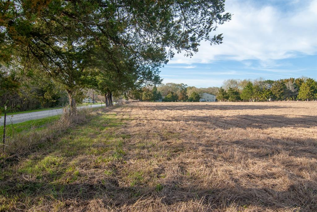 1 acre lot located on Deer Road approximately 7 miles outside of Brenham. Light restrictions are in place which include no manufactured homes and minimum 1400 sqft building requirement. There is community water available and electricity nearby. Additional adjoining 1 acre lot also available.