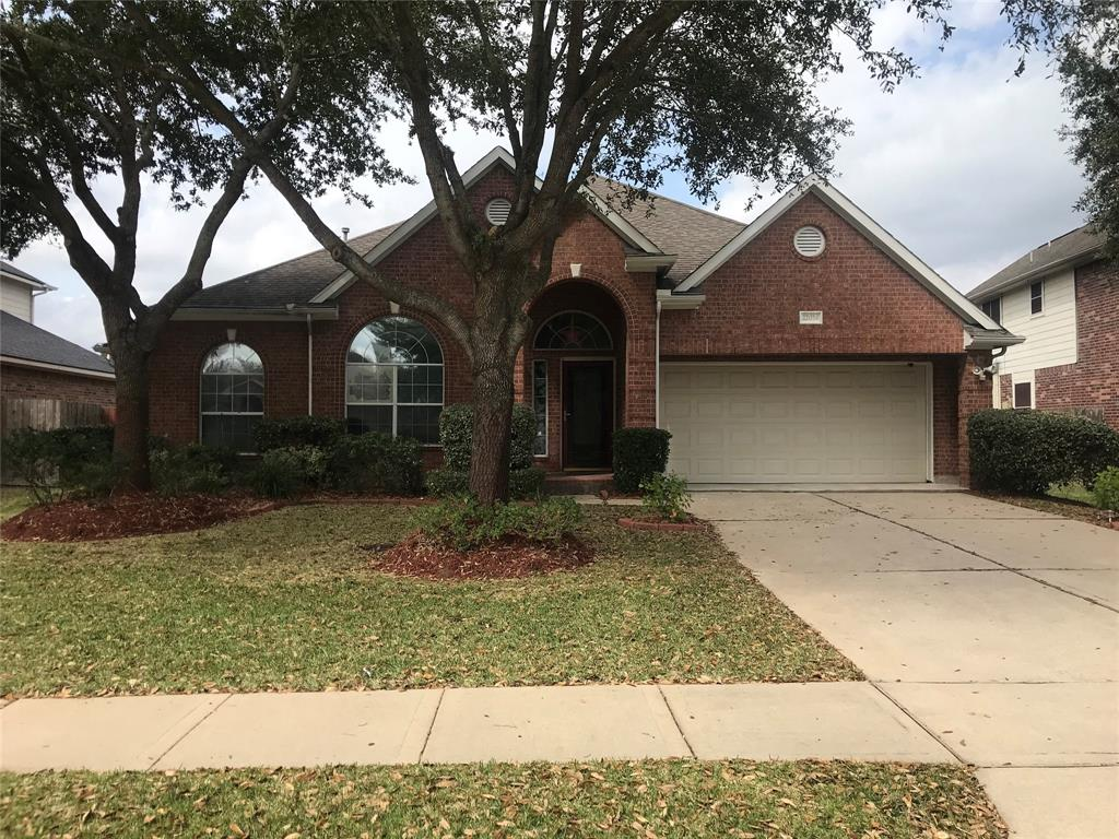 Lovely J. Patrick home - Open floorplan w/10 ft. ceilings & ceramic tile flooring in entry,din.,liv.,kitch. & breakfast, cast iron mantle w/gas fireplace,columns,arched double paned windows.  Island kitch. w/Silestone counters & cer. backsplash. Breakfast has built-in desk w/cabinets.Gameroom can also be used as a study. Lg. Master bedroom/bath with Whirlpool tub w/sep. shower, dual sinks,vanity & walk-in closet. Backyard with Covered patio and fruit trees.