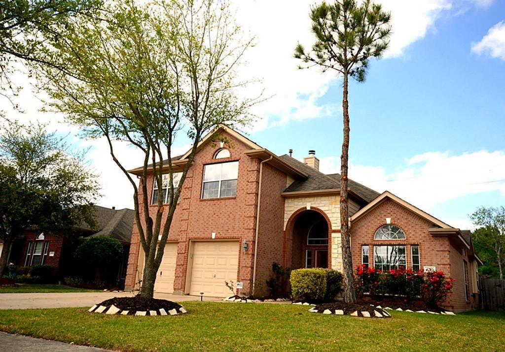 """THIS BEAUTIFUL 5-BEDROOM/3 BATHROOM HOME HAS A VERY INVITING OPEN FLOOR PLAN WITH HIGH VAULTED CEILINGS. FEATURES INCLUDE RECENT ROOF (2016), A DOWNSTAIRS MASTER SUITE ALONG WITH A SECOND BEDROOM AND FULL BATH DOWNSTAIRS, SPACIOUS UPSTAIRS GAMEROOM WITH THREE ADDITIONAL LARGE BEDROOMS AND WALK-IN CLOSETS, ISLAND KITCHEN WITH LARGE PANTRY. ZONED TO GEORGE RANCH HIGH SCHOOL AND EXEMPLARY WILLIAMS ELEMENTARY AND READING MIDDLE SCHOOLS. GUARD PROTECTED MASTER PLANNED COMMUNITY WITH RECREATION CENTER, POOL, WORK-OUT FACILITY AND BASKETBALL PAVILION. EASY ACCESS TO GRAND PARKWAY (TX-99), US-59, THE MEMORIAL HERMANN SUGAR LAND HOSPITAL, SHOPPING AND RESTAURANTS. MAKE THIS YOUR """"HOME SWEET HOME!"""""""