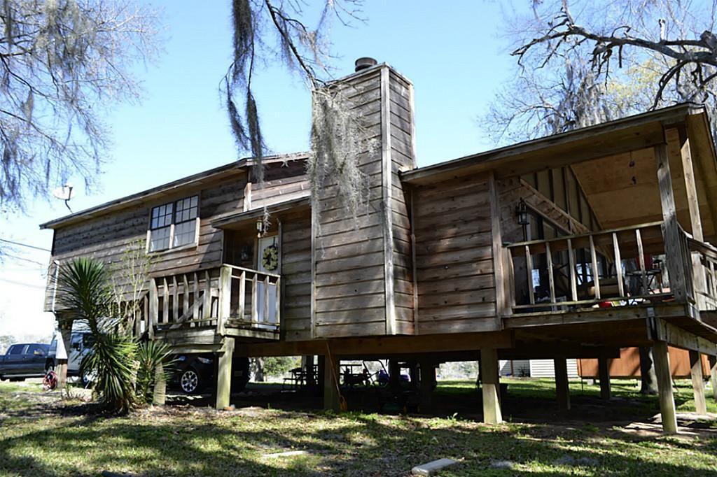 1302 River Road, Goodrich, TX 77335