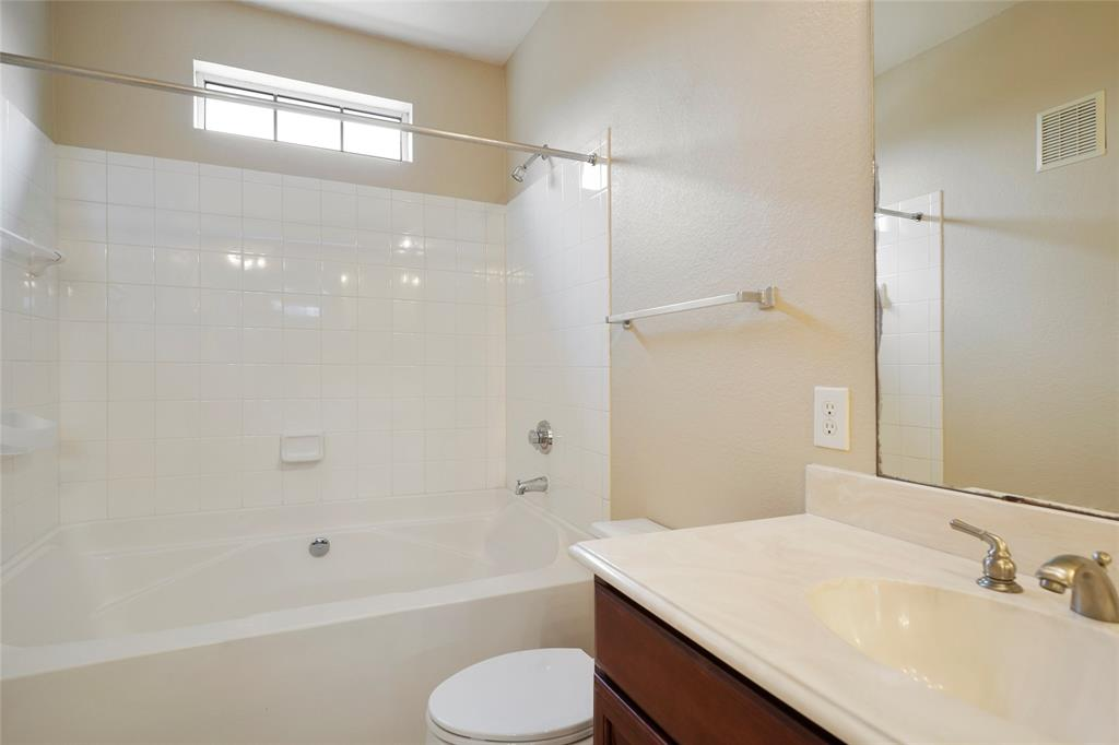 Large master tub/shower combo.
