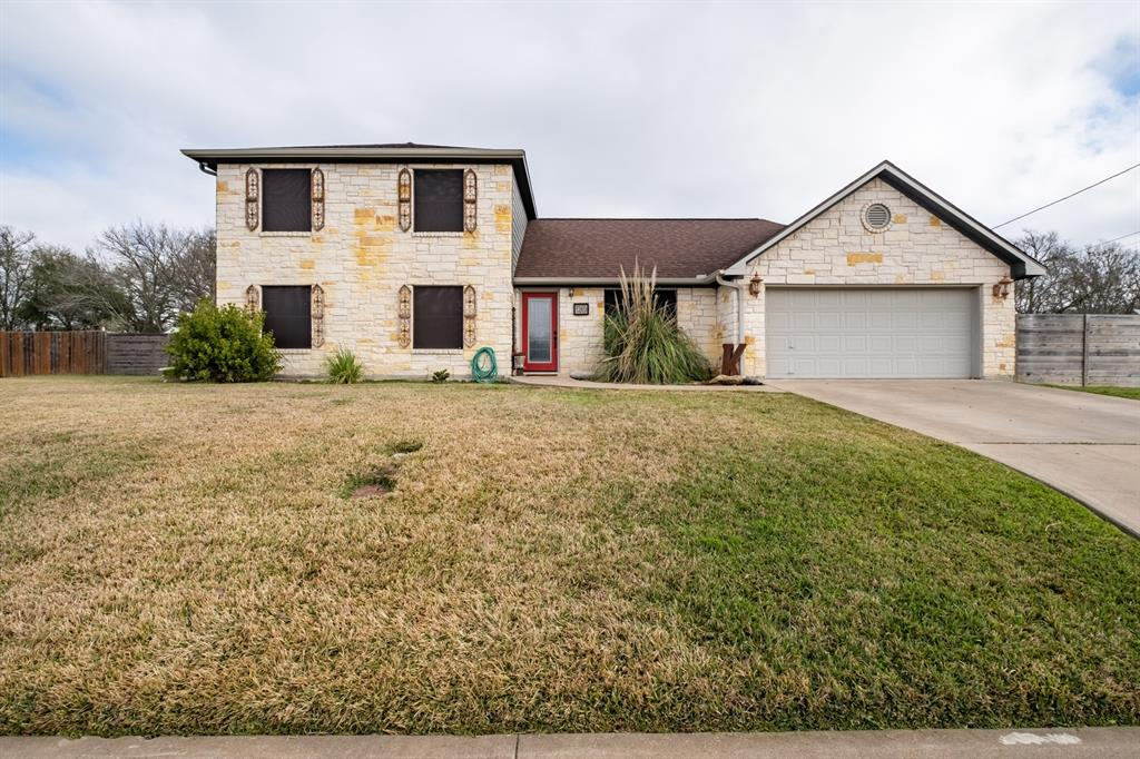1265 E Independence Street, Giddings, TX 78942
