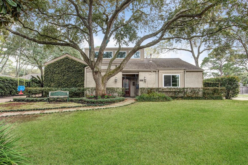 10123 Del Monte Drive, Houston, TX 77042