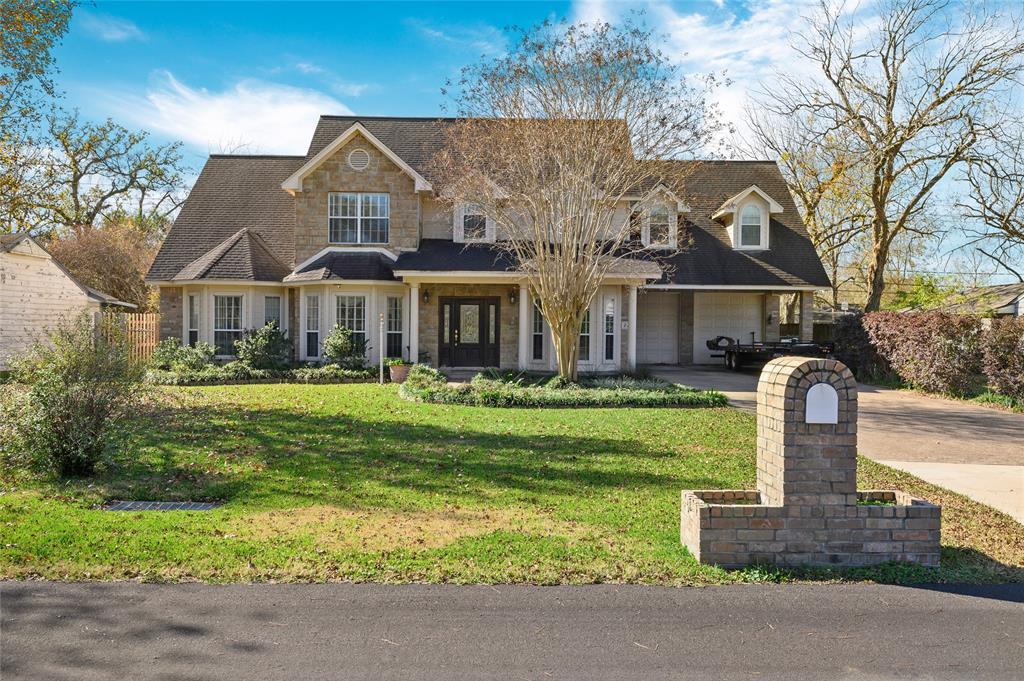 229 Wildwood Street, Baytown, TX 77520