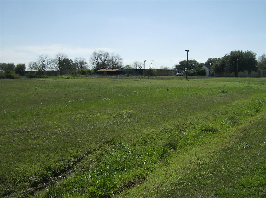 308 Guadalupe Avenue, Eagle Lake, TX 77434