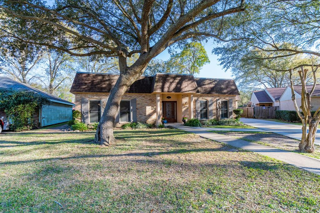5840 Woodway Drive, Beaumont, TX 77707