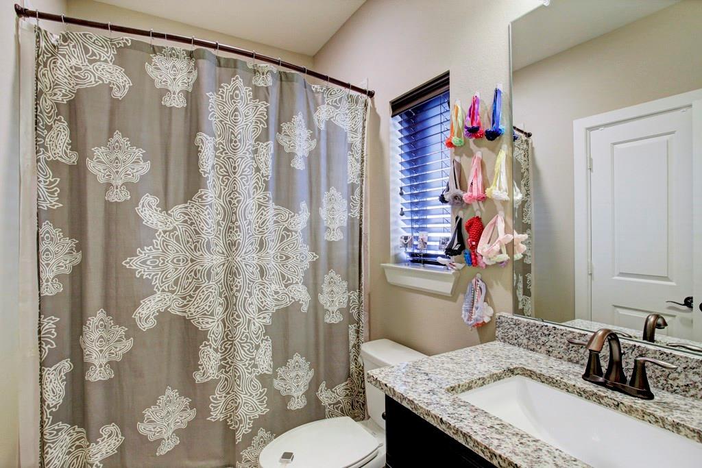 En suite to third floor bedroom. Granite with the vanity/sink & shower/tub combination.