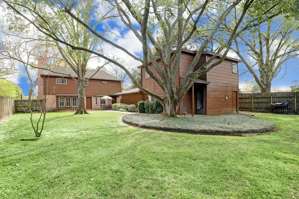 15802 Lakeview Drive, Jersey Village, TX 77040