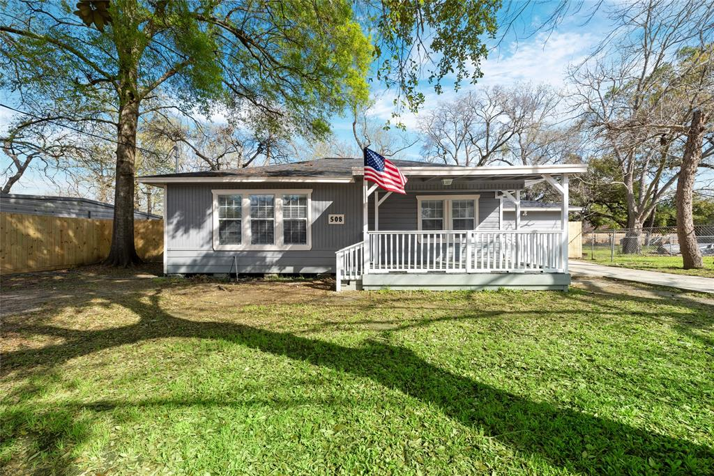 508 Clear Lake Road, Highlands, TX 77562