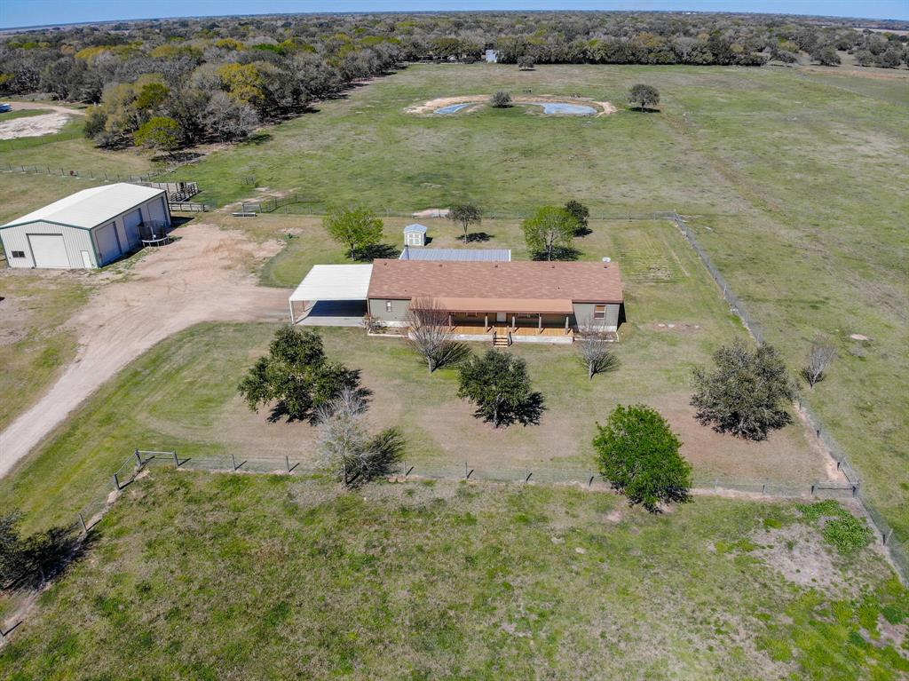 750 County Road 484, Blessing, TX 77419