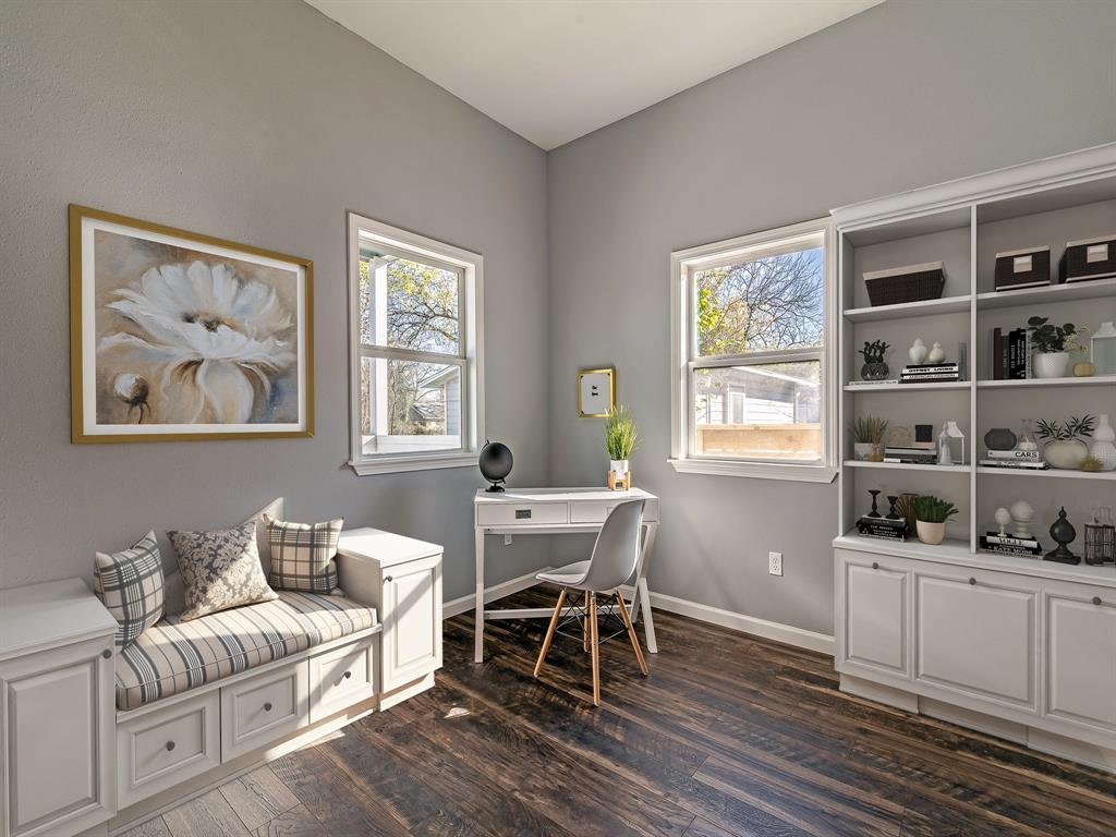 Don't need a third bedroom but need an office, here you go! Nice and bright! (Virtually Staged)