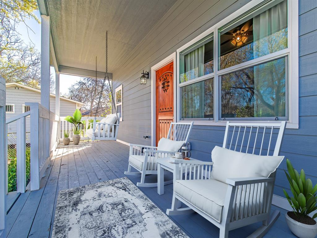 Morning coffee or nice cocktail in the evening! This spacious porch won't disappoint. (Virtually Staged)