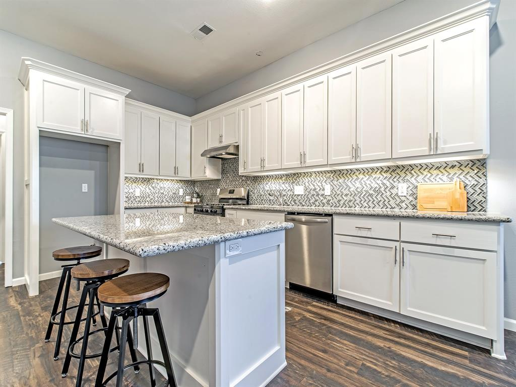 This kitchen is waiting for its chef! Granite counter-tops, decorative back-splash, gas range & dishwasher, and island to prep or set your serving dishes for a party!