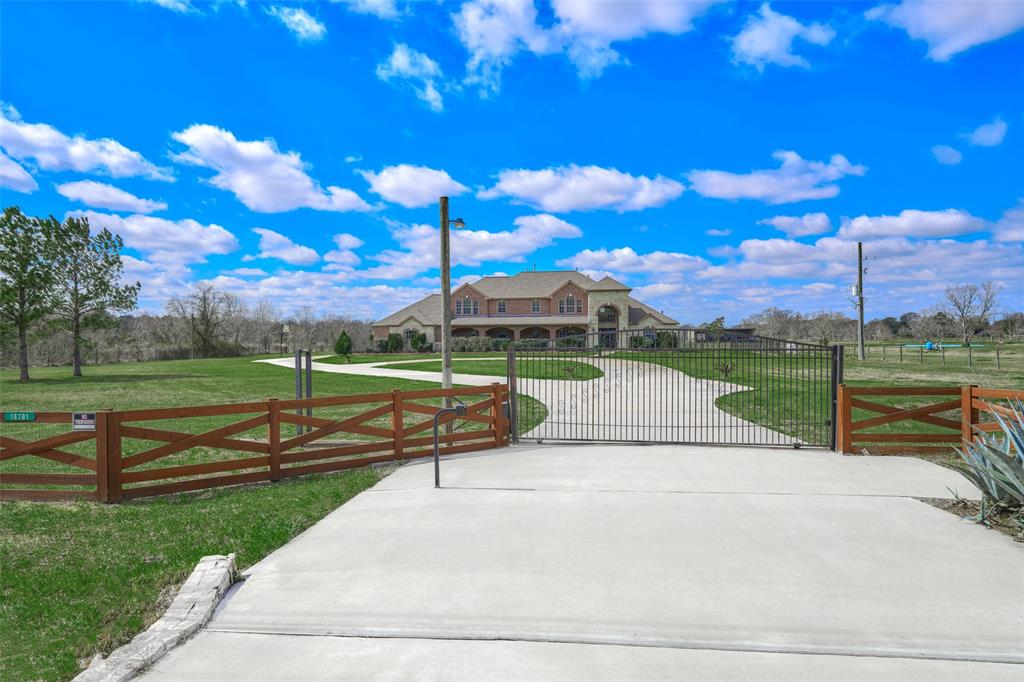 18701 Bauer Road, Hockley, TX 77447