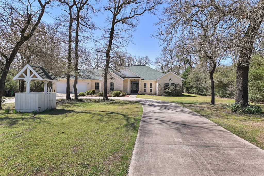 45 Meadowood Drive, Hilltop Lakes, TX 77871