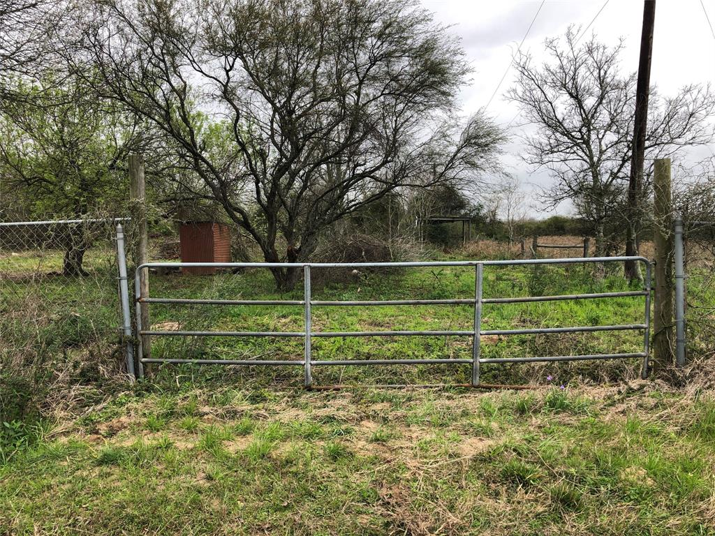 10.305 acres tract on country road in Colorado County. Within 8 minutes from Eagle Lake. About an 28 mins from Sealy, TX . And about 45 minutes for I-10 W and 99. Current use is hunting/leisure land. Fantastic hunting property. Water well on site and power to the property.