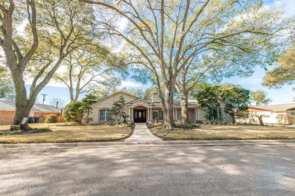 605 W Willow Lane, Eagle Lake, TX 77434